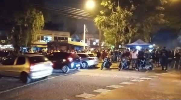 VÍDEO: Moradores do Alto da XV denunciam aglomerações em bares e praça da região
