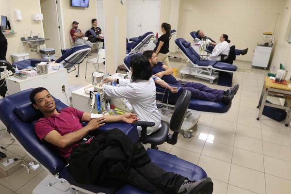 Rede Hemepar recebe cerca de 800 doadores por dia no Estado: campanhas para aumentar