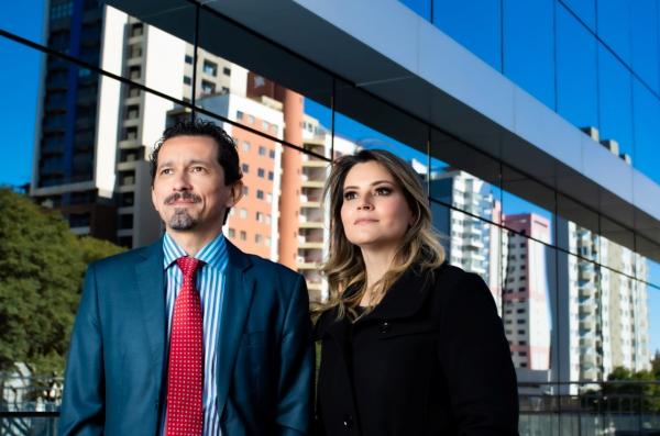 Advogado Fernando Lopes e a Administradora Adriana Siliprandi