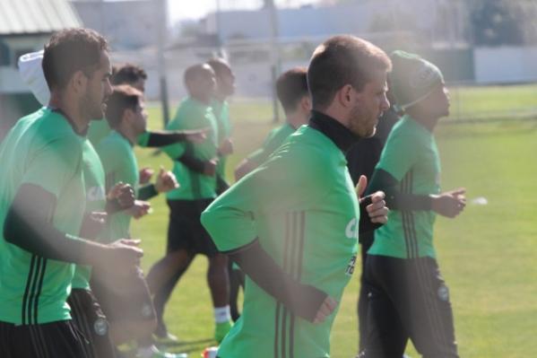 Carleto volta ao time e espera ajudar o Coritiba encerrar o jejum