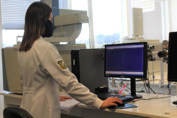 Polícia Científica do Paraná faz análises de provas e exames complementares, para elaboração dos laudos periciais