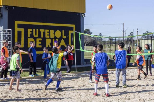 Projeto alia aulas de formação humana ao futebol
