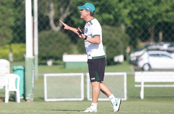 """O técnico Jorginho, do Coritiba: """"Preciso entrar com todos os jogadores 100% de condições"""""""