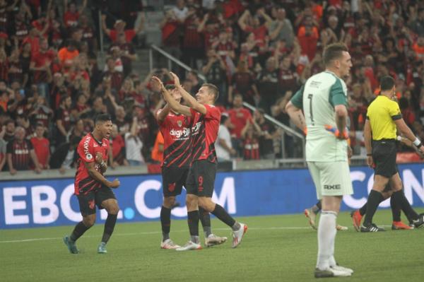Com atuação de gala e gol gringo, Athletico vence o River no 1º duelo da Recopa