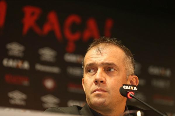 Eduardo Baptista é demitido e Paulo Autuori também pede para sair