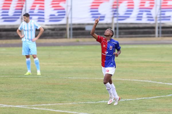 Mesmo com um jogador a menos, Paraná busca empate contra o Londrina na Vila Capanema