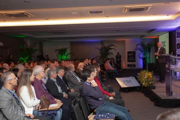 J Valério em palestra(foto