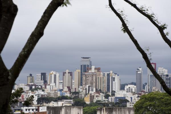 Tempo nublado deve ser a tônica dos próximos dias em Curitiba
