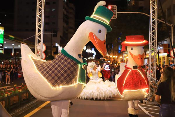 Pinhais lançou sua programação do Natal na noite de ontem