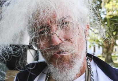 O genial artista Helio Leites participa das Lives do Ônibus da Cultura. Veja lá!