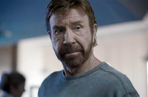Chuck Norris sofre duas paradas cardíacas em questão de horas