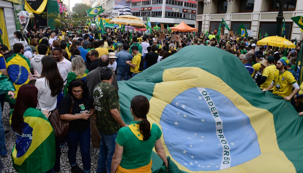 Movimentos vão rachados para manifestação pró-Bolsonaro. Veja onde será protesto em Curitiba