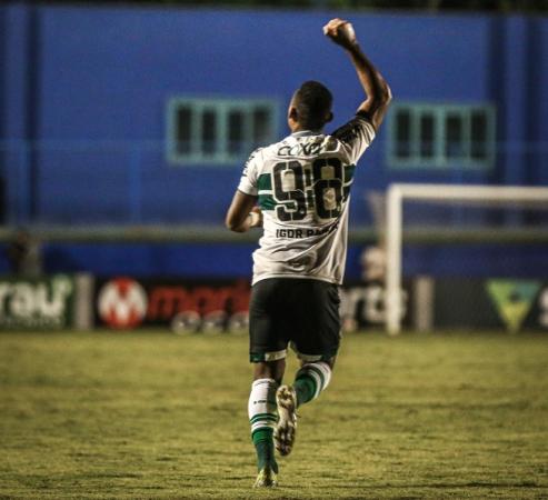 Na reestreia do zagueiro Henrique, Igor Paixão brilha e Coritiba vence o Vila Nova