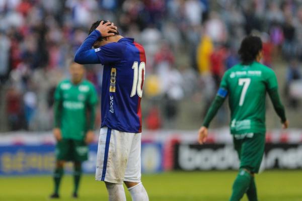 Paraná fica no 0 a 0 contra o Guarani na Vila Capanema e desperdiça chance de entrar no G4