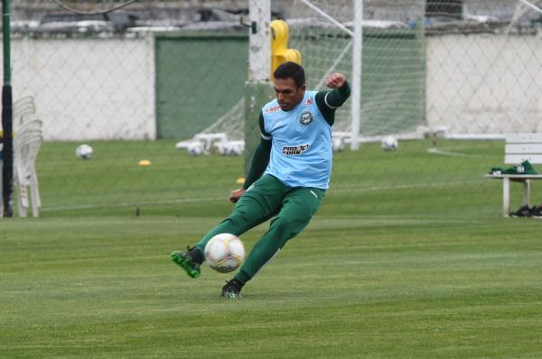 Robson: ele volta ao time após cumprir suspensão por cartões amarelos