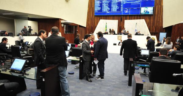Assembleia: presidente da Casa agora alega que Mesa Executiva não tem capacidade de iniciativa para propor mudanças nos projetos de reajuste dos outros poderes