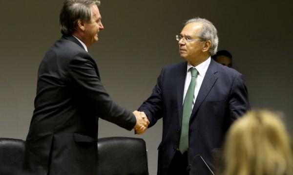 Após furar teto de gastos, Guedes diz que BC tem de ficar de olho na inflação