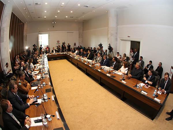 Ratinho Jr na reunião do secretariado