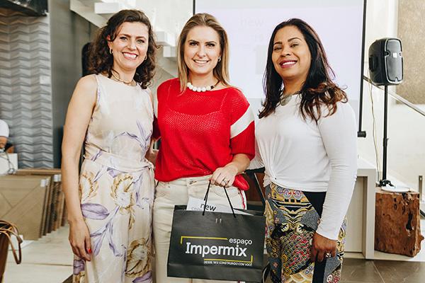 Lidiane Coelho, da Portinari, a arquiteta Viviane Loyola e a gerente do Espaço Impermix Luciane Benevides
