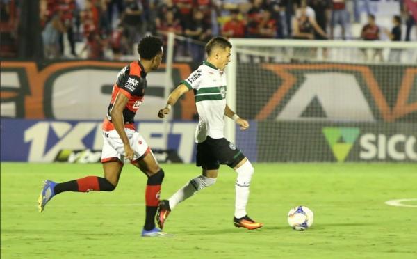 Welinton Junior enfrenta o Atlético-GO