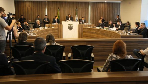 CCJ da Assembleia: com mudanças no projeto, deputados pediram vistas e adiaram a votação pela terceira vez (Foto: Orlando Kissner/Alep)