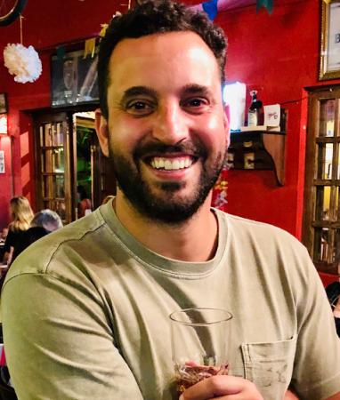 José Araújo Netto brinda o sucesso do Quermesse