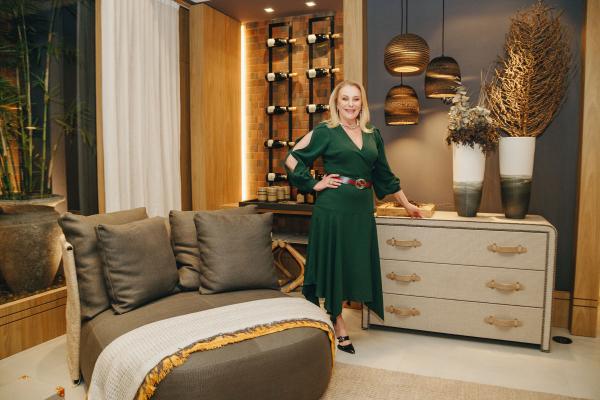 Projetado para receber bem, o living assinado por Angela Russi integra bem estar, conforto e estilo
