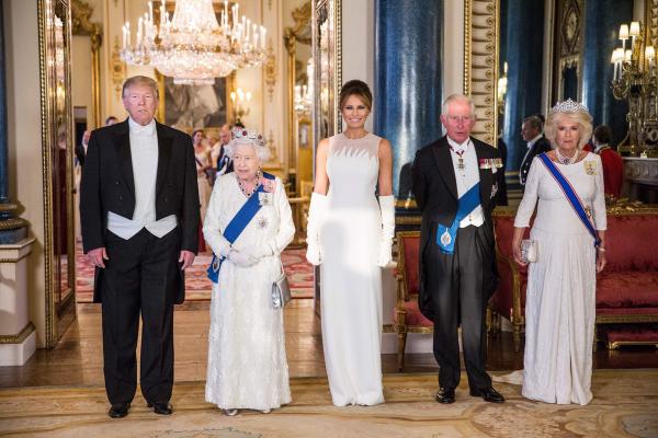 Coroa de rubis polêmica em jantar de gala com o presidente norte-americano e a esposa Melania