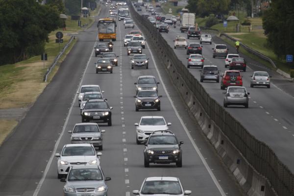 Com frota de 7,4 milhões de veículos, PR deve arrecadar R$ 3,8 bilhões com IPVA