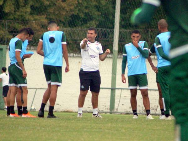 Umbertou Louzer comanda treinamento do Coritiba