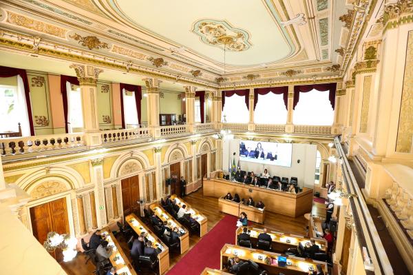 Câmara de Curitiba: prazo para troca de partido vai até 3 de abril