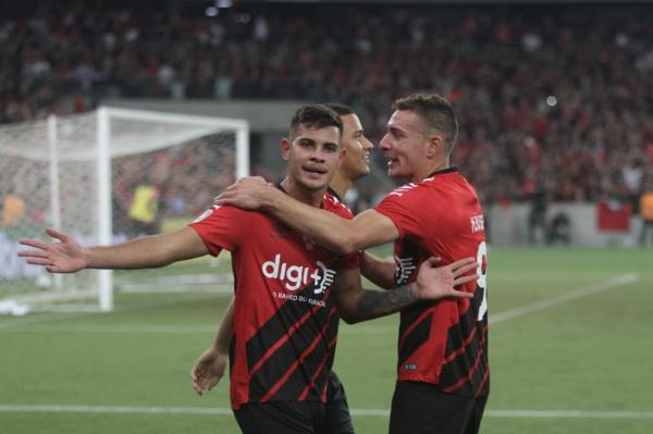 Bruno Guimarães: dez gols com a camisa do Athletico