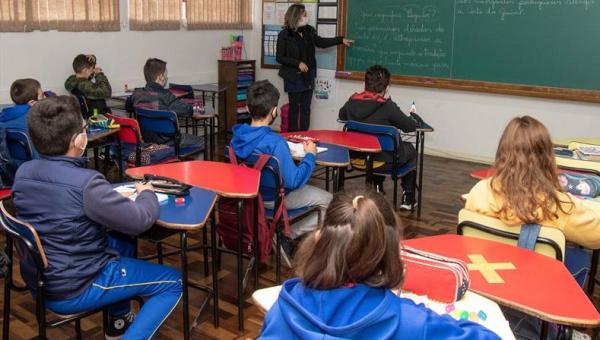 Na rede municipal de Curitiba, 70% dos estudantes optaram pelo formato presencial das aulas