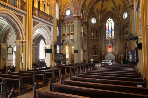 Catedral de Curitiba; celebrações sem aglomerações