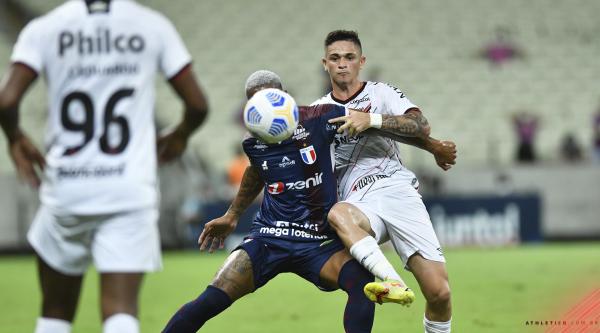Athletico poupa os titulares e é atropelado pelo Fortaleza no Castelão