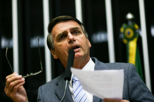 Bolsonaro 'namora' economista para pasta da Fazenda
