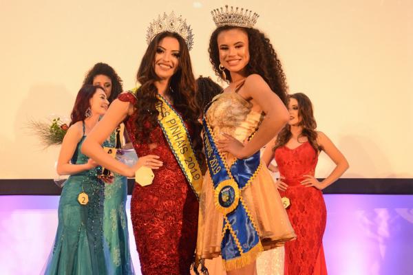 Marcela Mello Sanches, a Miss Pinhais, e Érika Monik Sobrinho, a Miss Broto