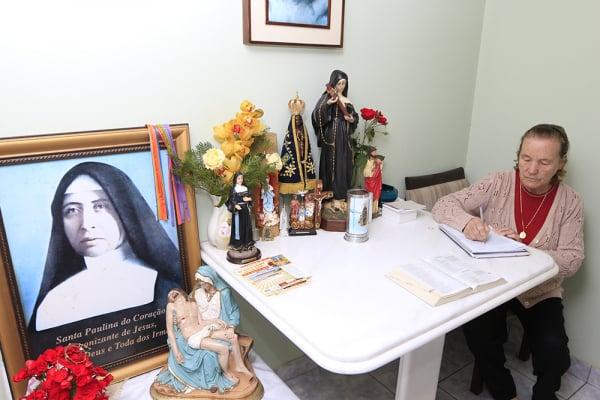 Dona Joana, uma das mais conhecidas benzedeiras do Paraná, mora em Campo Largo