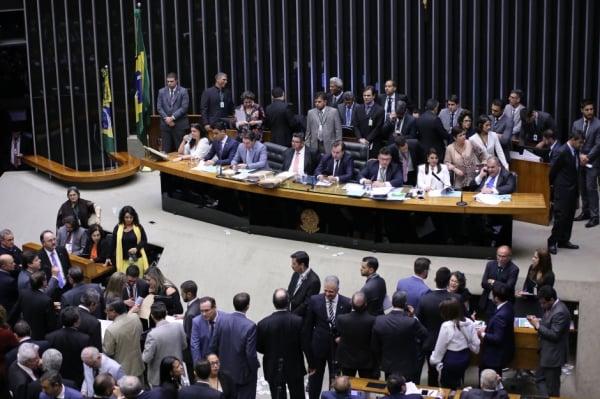 Comissão da Câmara aprova fim das coligações