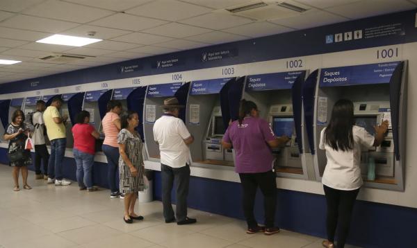 Caixa: banco  libera hoje (5) as transferências e os saques da segunda parcela do auxílio emergencial para 2,6 milhões de beneficiários nascidos em junho.