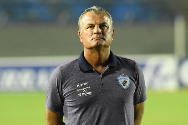 Mazola Júnior, ex-técnico do Londrina: durou menos de um mês e meio no cargo