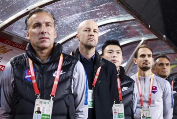 Jordi Cruyff (segundo da esquerda para a direita): primeiro trabalho como treinador