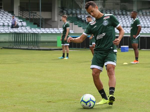 Juan Alano: titular contra a URT