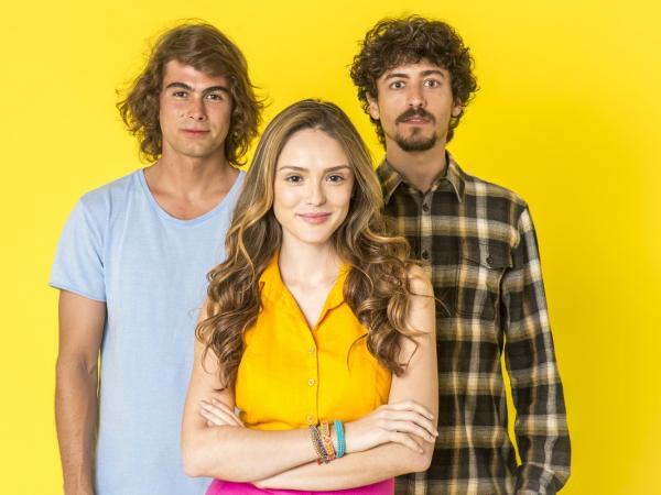 "Rafael Vitti, Isabelle Drummond e Jesuíta Barbosa, os protagonistas de ""Verão 90""."