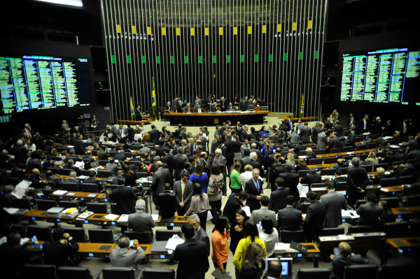 Câmara: líderes planejam aprovar uma lei que limite doações e combata a infidelidade partidária