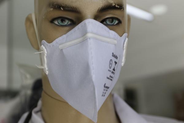 """Máscaras de proteção viraram artigo de """"primeiros socorros"""" em Curitiba e no Brasil"""