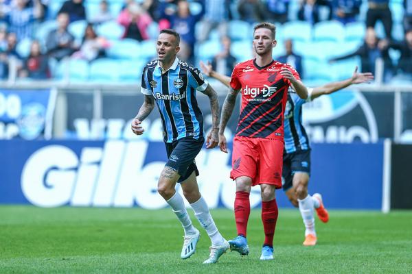 Léo Pereira, contra o Grêmio: único titular da defesa que atuou