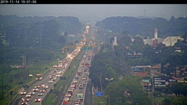 Movimento cresce nas estradas de Curitiba por causa do feriadão. Veja em tempo real