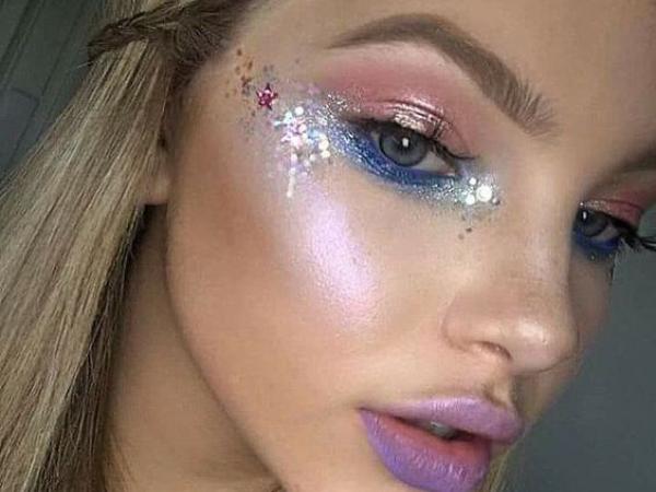 Brilho com glitter no rosto