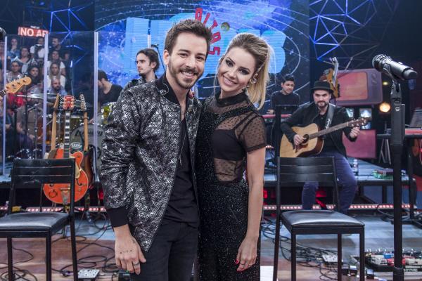 Abraçou – A Globo, por meio de programas de TV e outras plataformas, não parou um minuto de apoiar os irmãos Sandy e Júnior, desde que eles oficializaram a turnê comemorativa 'Nossa História'.